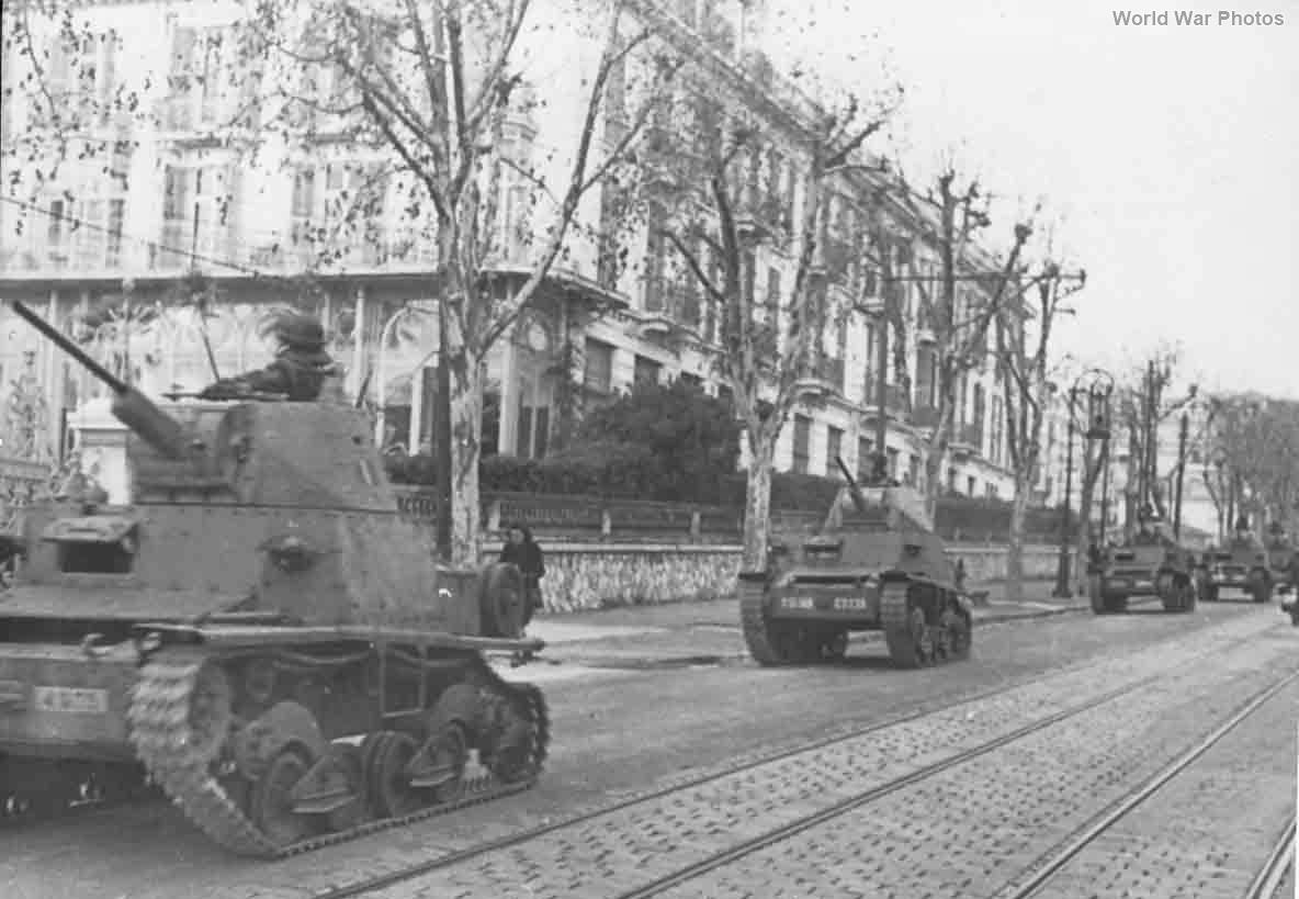 L6/40 tanks Nicea 1943