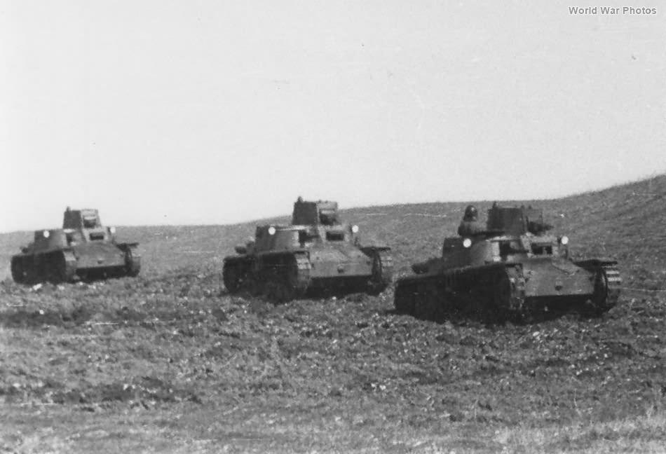 Column of M11/39 tanks