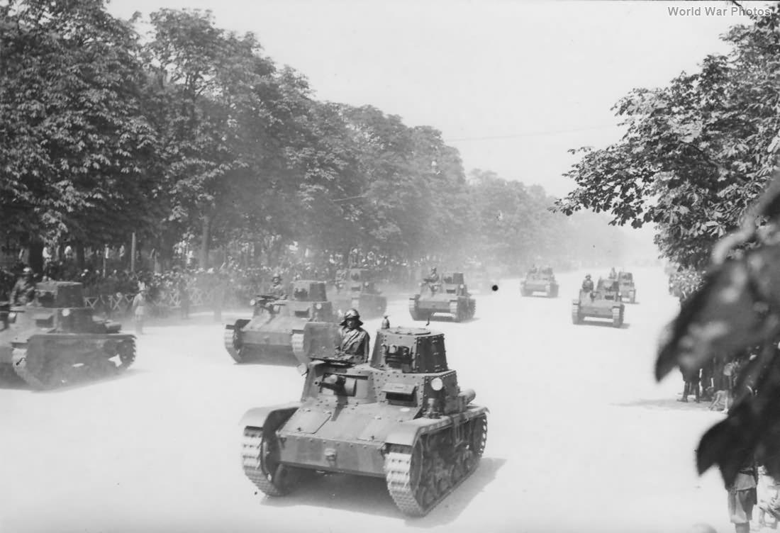 M11/39 tanks in Rome