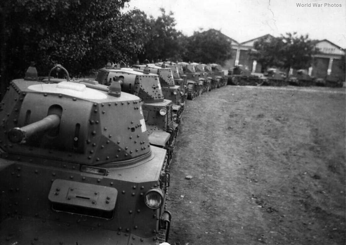 M13/40 tanks 1941