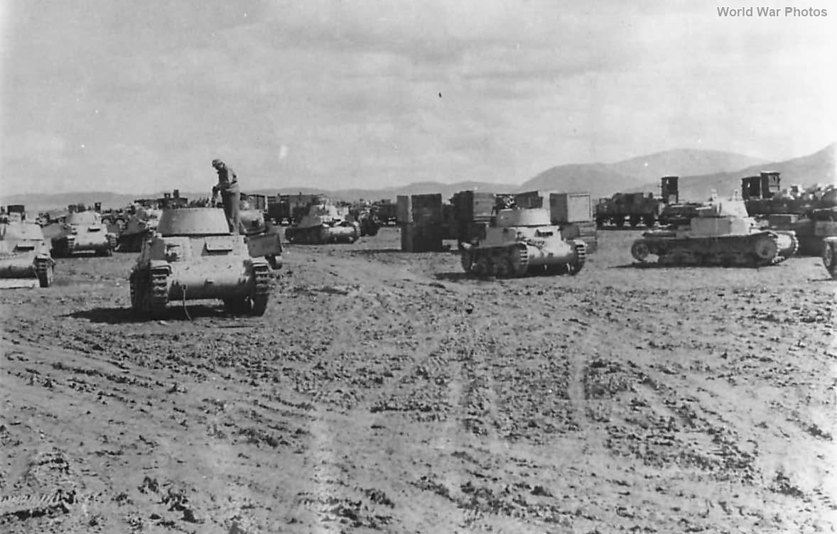 US Crews salvage Fiat-Ansaldo M13/40 Tunisia