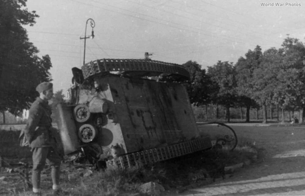 Destroyed German M15/42 of the PzAbt 202 1944