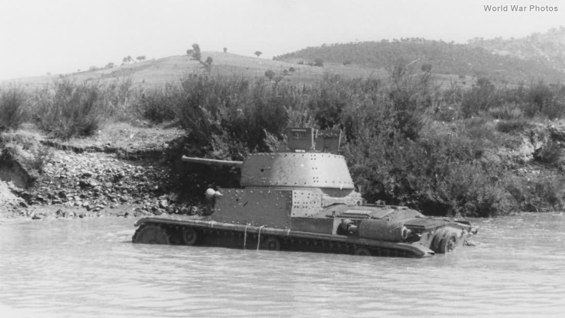 M15/42 tank fording the river 1943