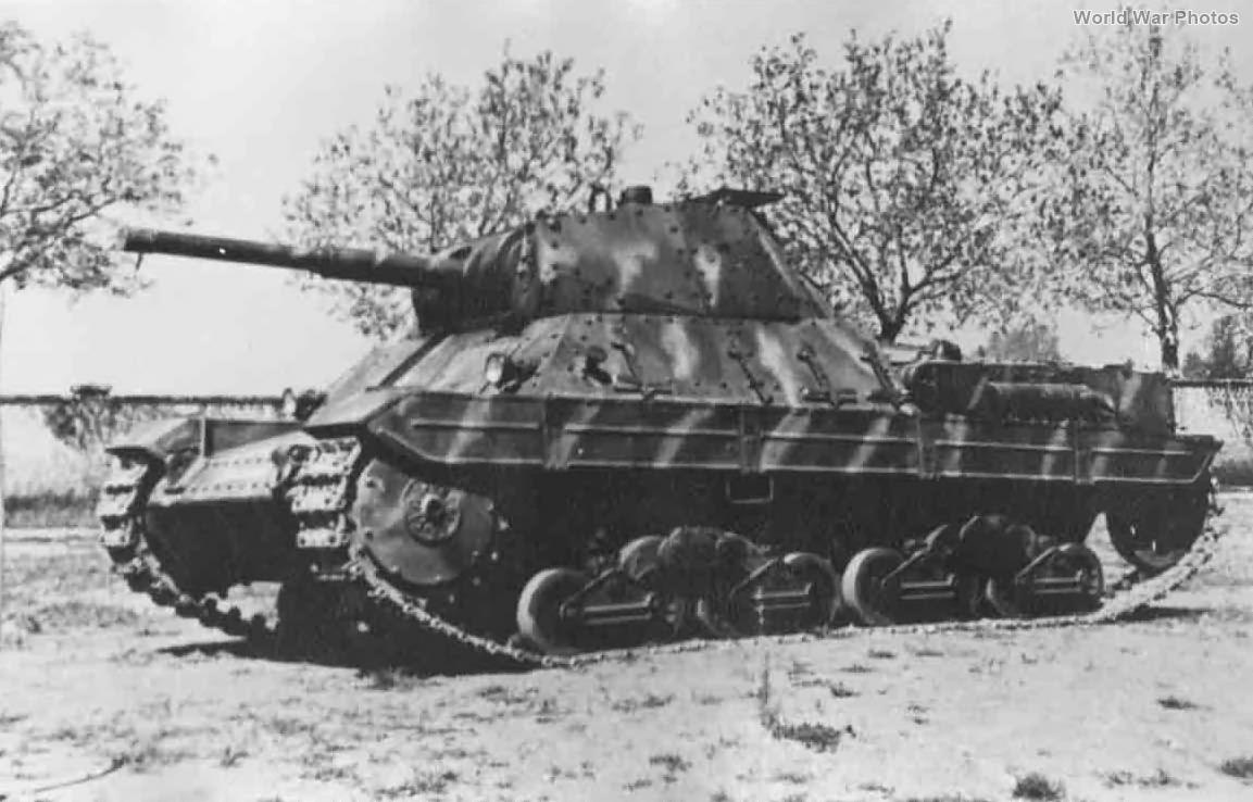 Italian tank P40 1945 2