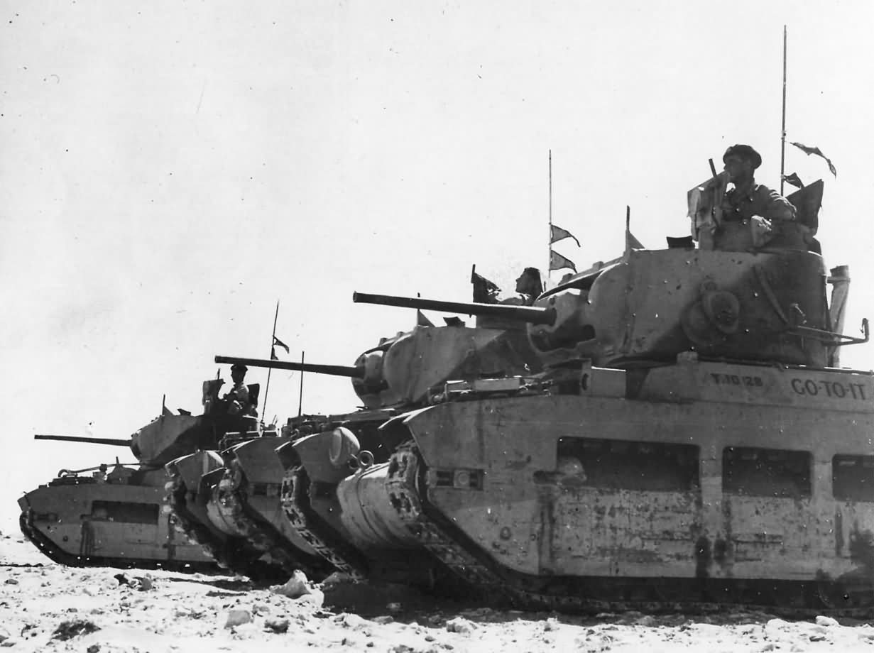Matilda - La pequeña fortaleza Matilda_tank_named_GO_TO_IT_of_British_7th_RTR_near_Tobruk