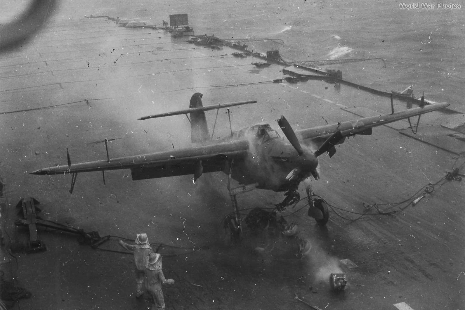 Barracuda crashes on HMS Victorious 19 September 1944