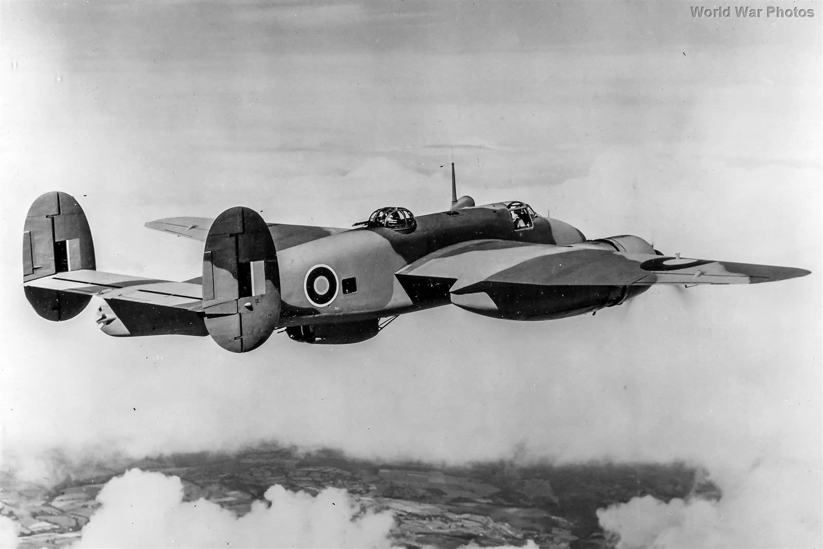 Buckingham in flight 1943 2