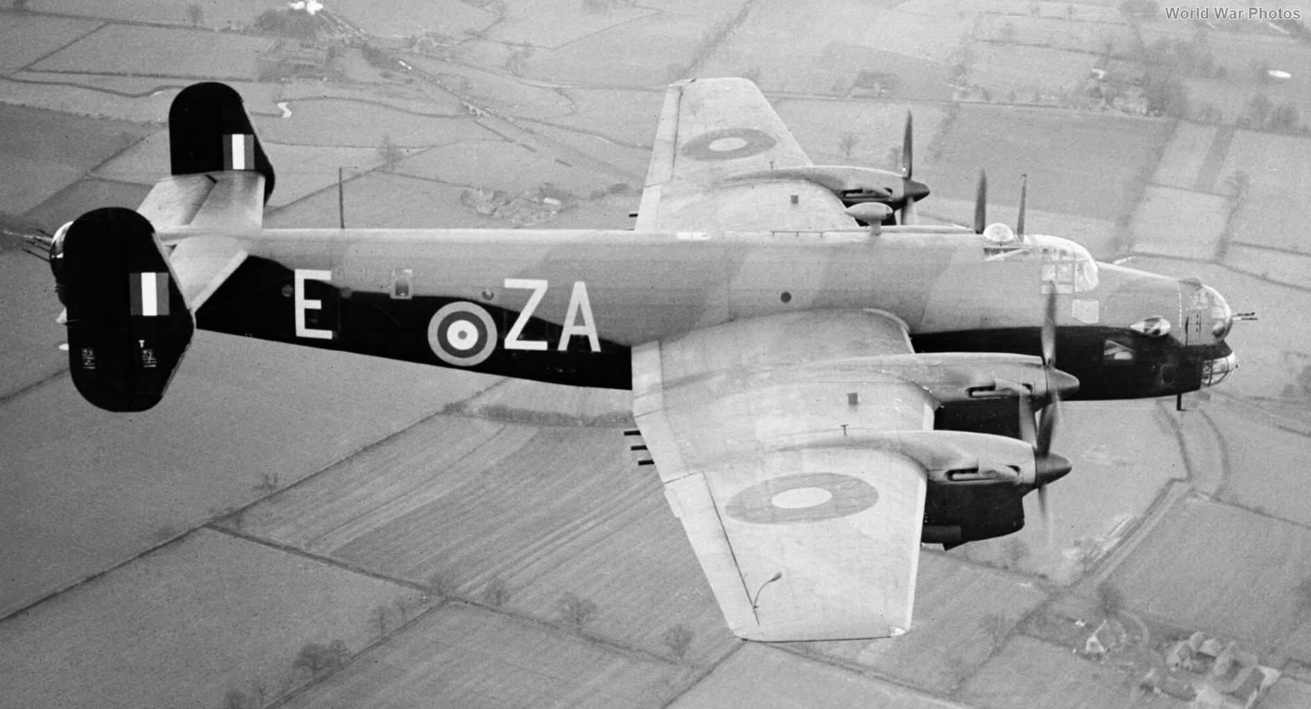 Handley Page Halifax II Series 1 L9619 in flight