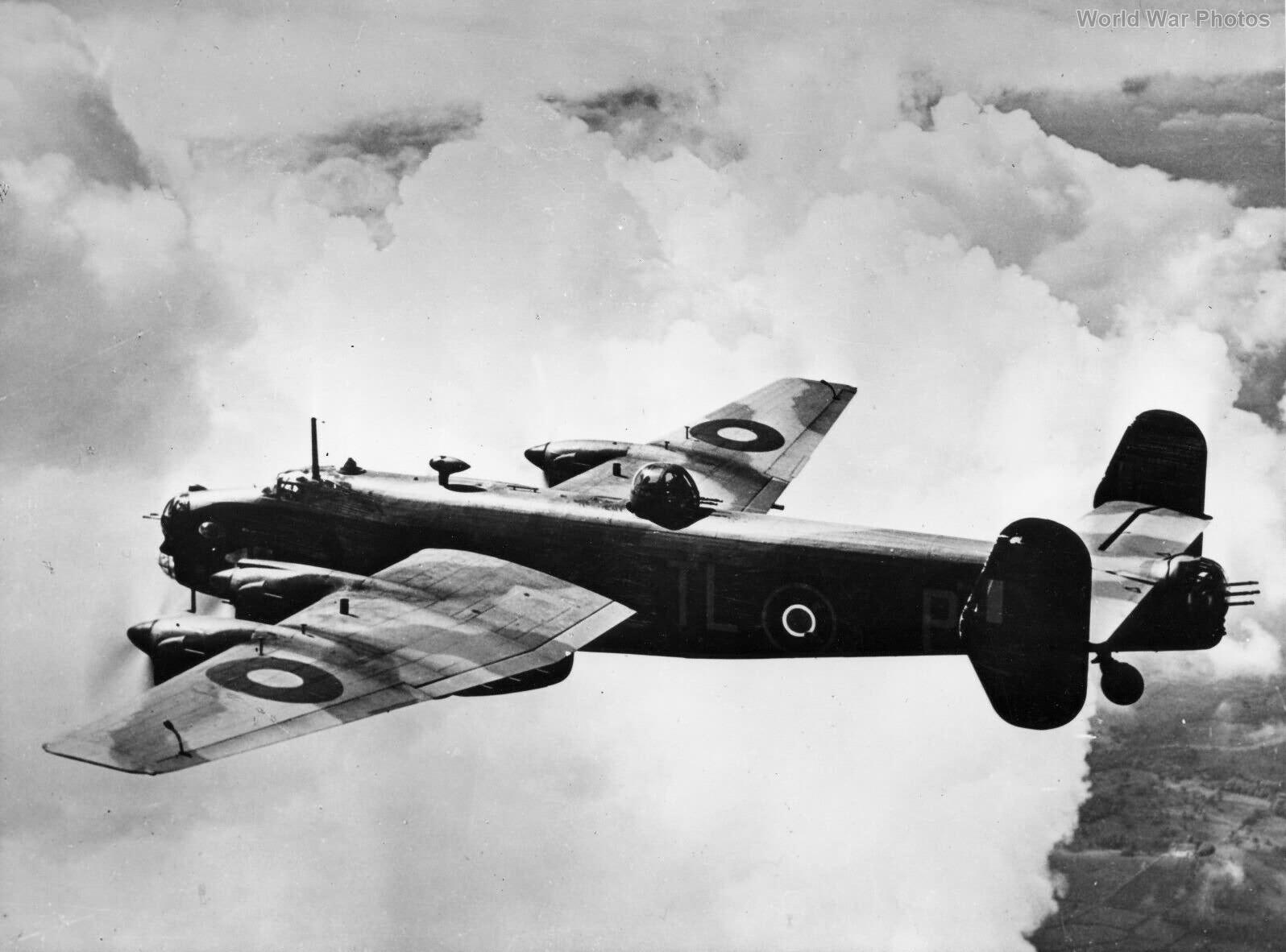Handley Page Halifax W7676 TL-P