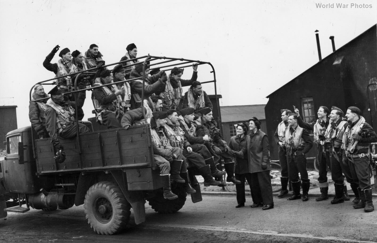 Halifax crews 77 Sqn Elvington 1943