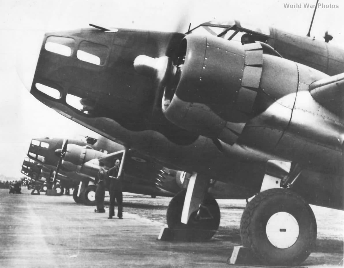 RAAF crew prepares Hudsons