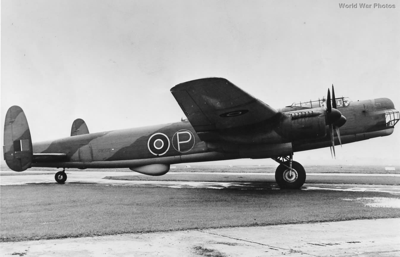 Lincoln prototype PW925, Ringway Airport 1944