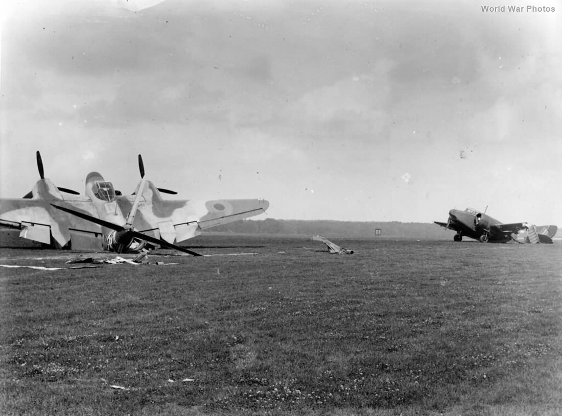 Oxford ramming a parked Mosquito