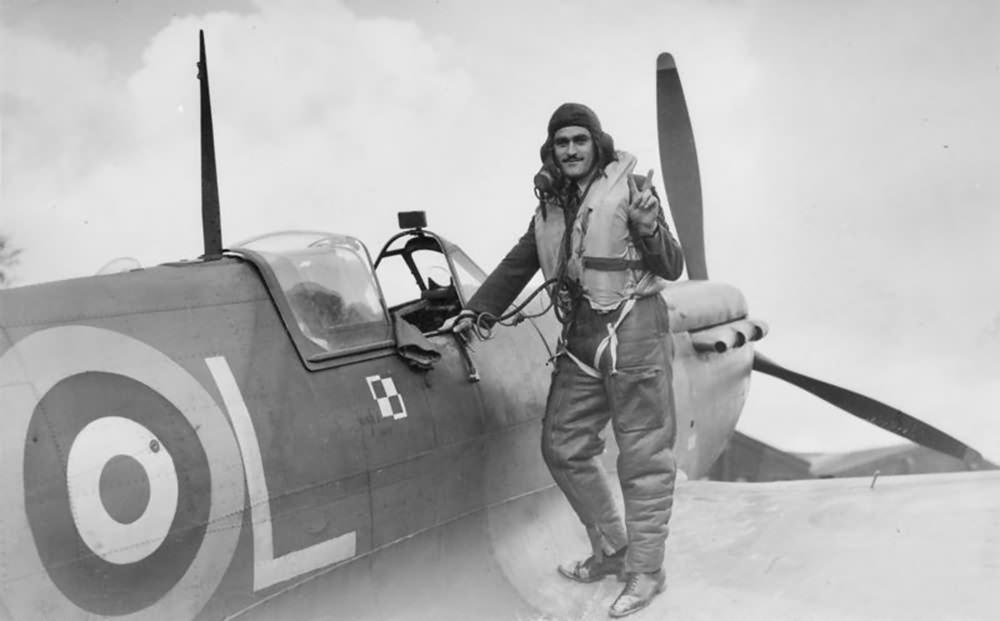 Pilot Sgt  E  J  Nowakiewicz of No  302 Polish Squadron and