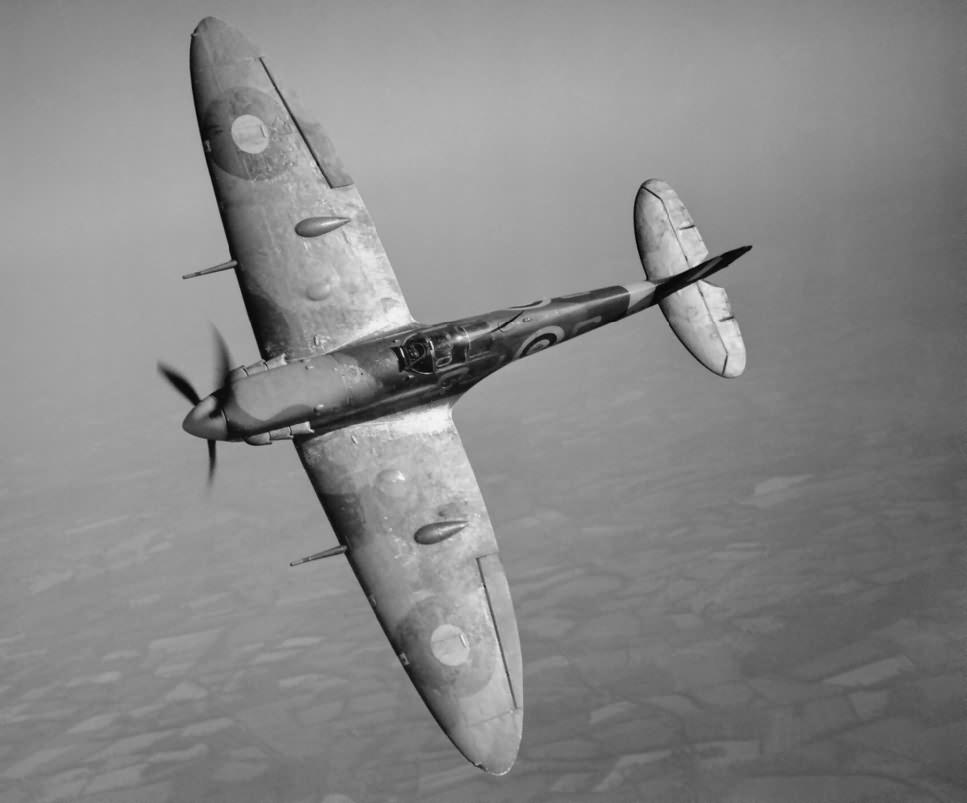 Spitfire_Mk_V_R6923_QJ-S_rebuilt_Mk_IB_2