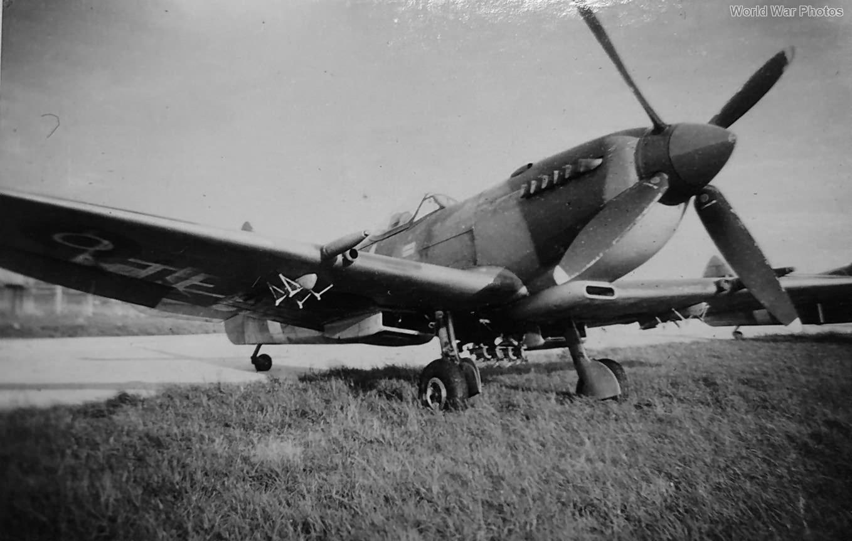 Spitfire Mk IX FJ-R with bomb rack mod
