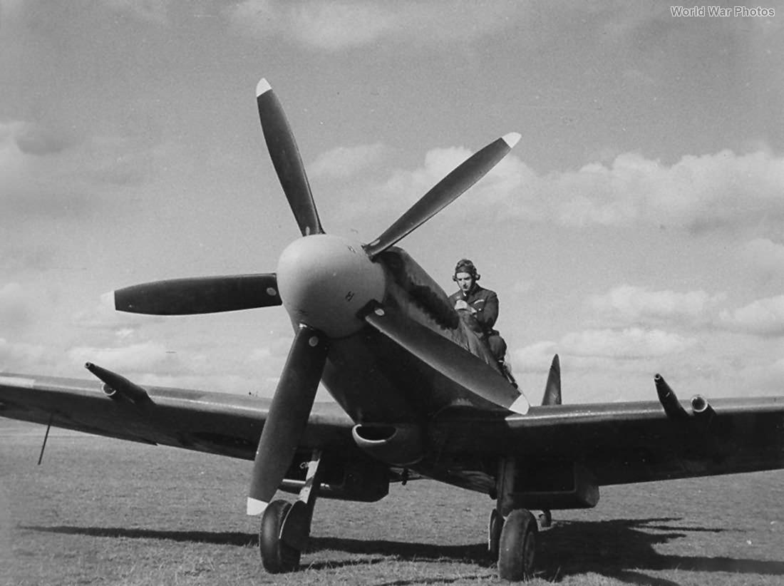 Spitfire Mk XIV Pilot