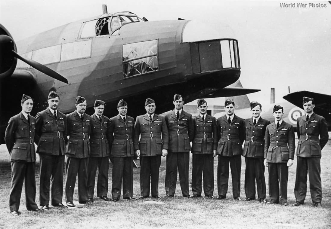 75 Squadron Officers in front of Vickers Wellington Mk I