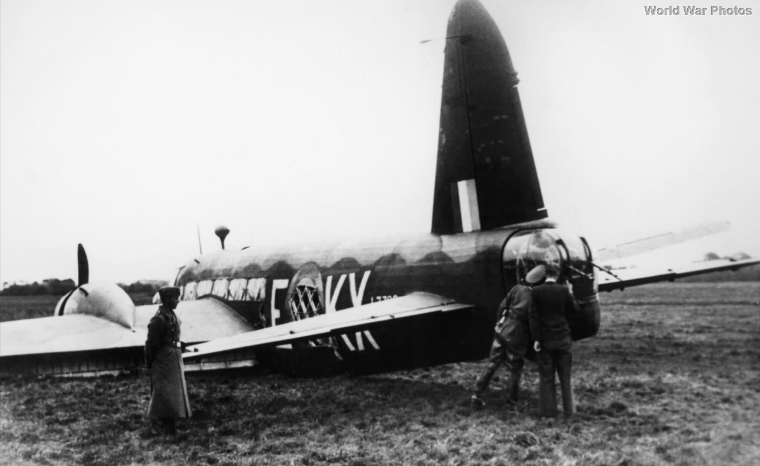 Captured Vickers Wellington KX-E L7788 5