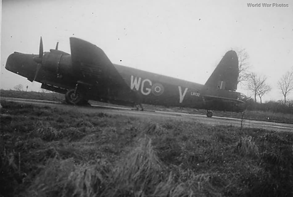 Wellington LR132 WG-V of 26 OTU 1945