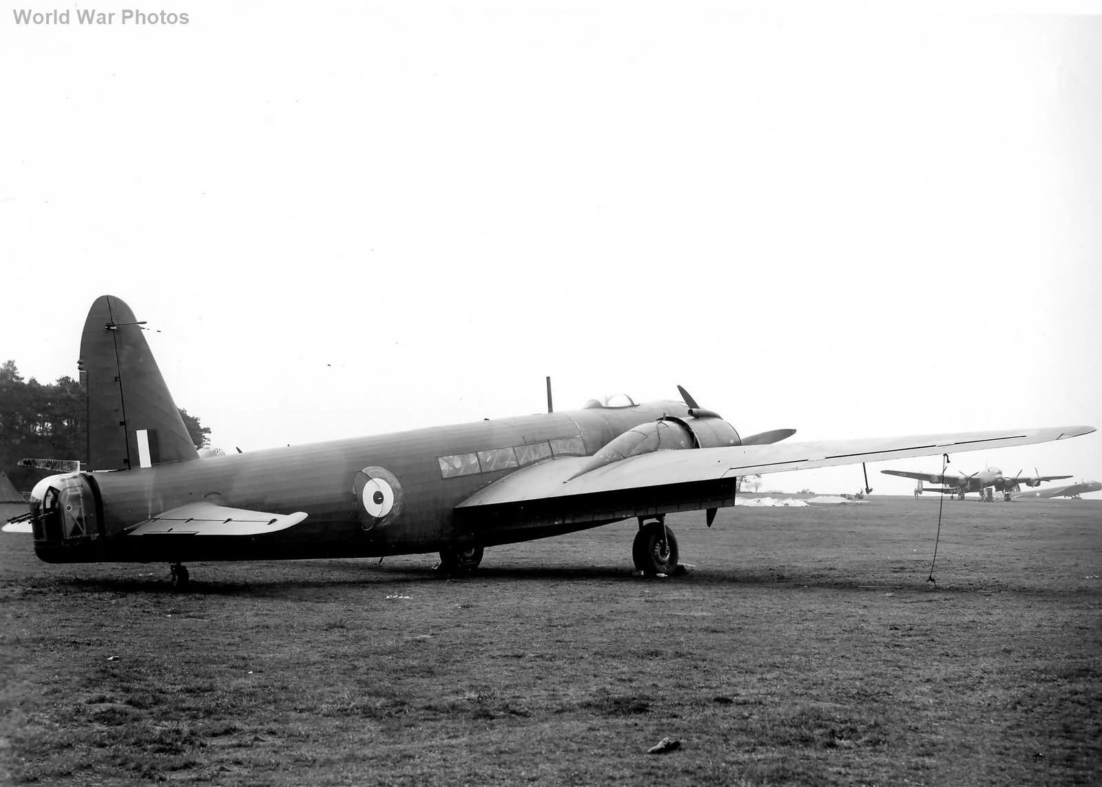 Vickers Wellington Mk V R3298 2