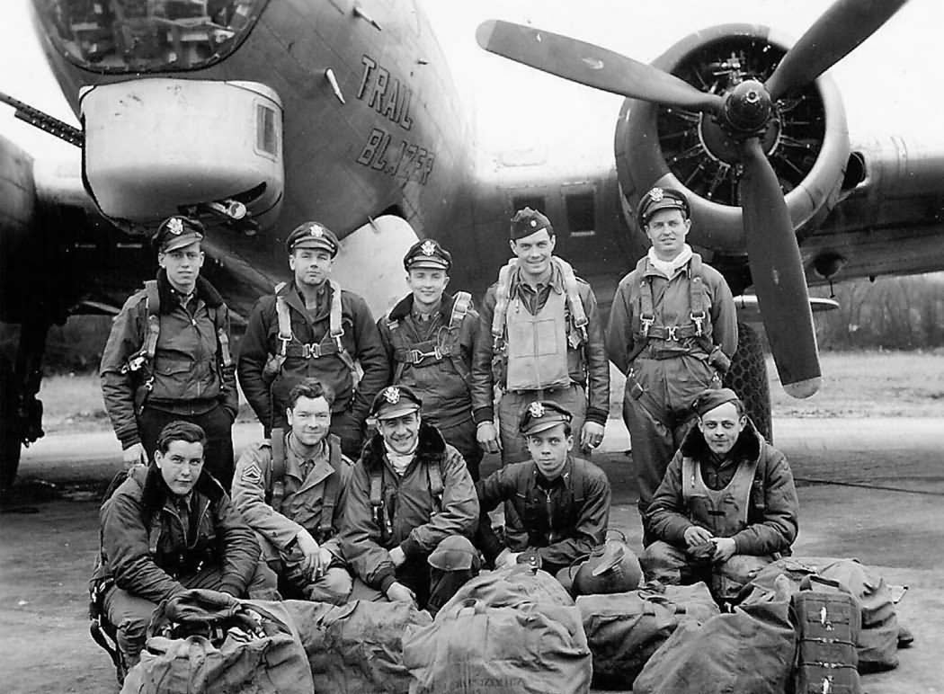 B-17_Bomber_TRAIL_BLAZER_crew.jpg
