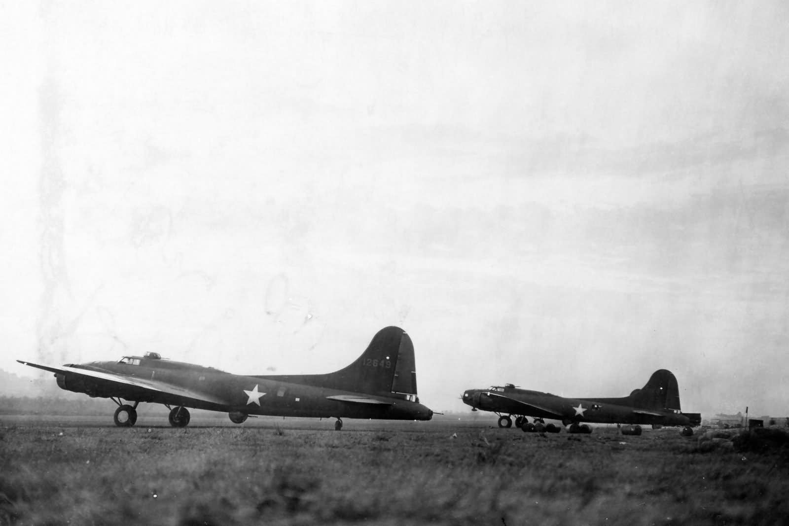 A pair of 19th Bomb Group B-17 Flying Fortress at Port Moresby in the fall of 1942