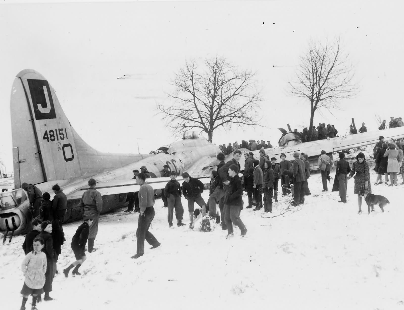 B-17G Flying Fortress 390th BG Crash Near Steinbourg France 1945 44-8151