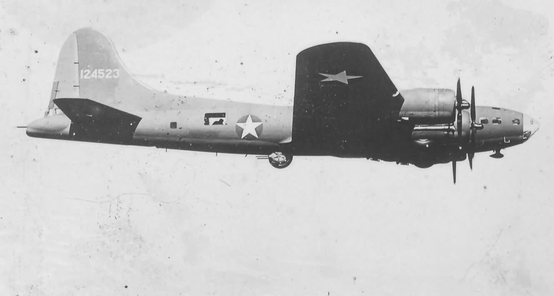 Boeing B-17F Flying Fortress 41-24523 in flight