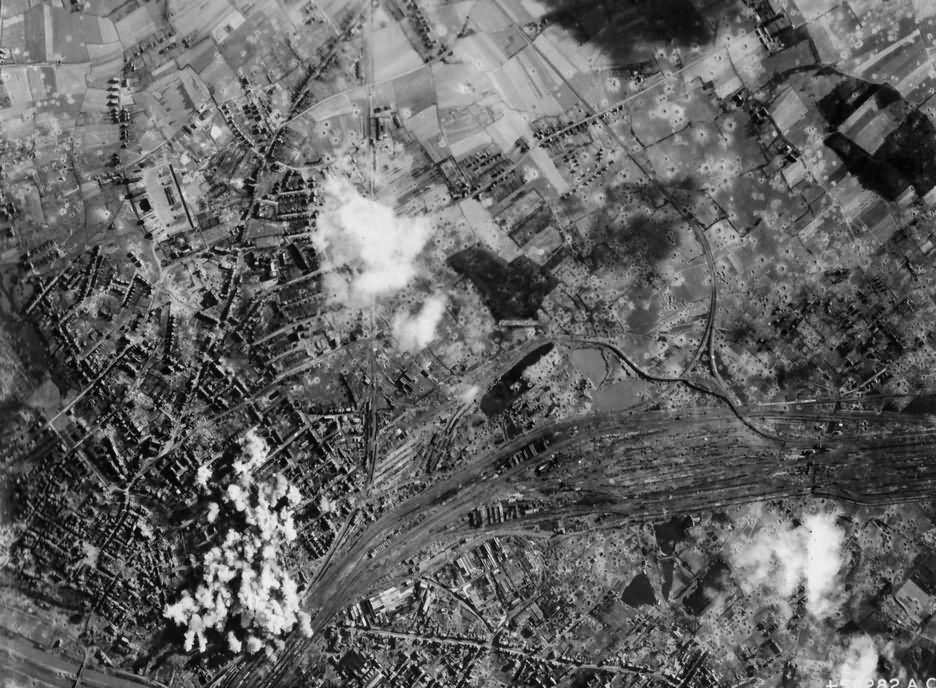 PHOTO HAMM MARSHALLING YARDS GERMANY BOMBED BY B-17 1945