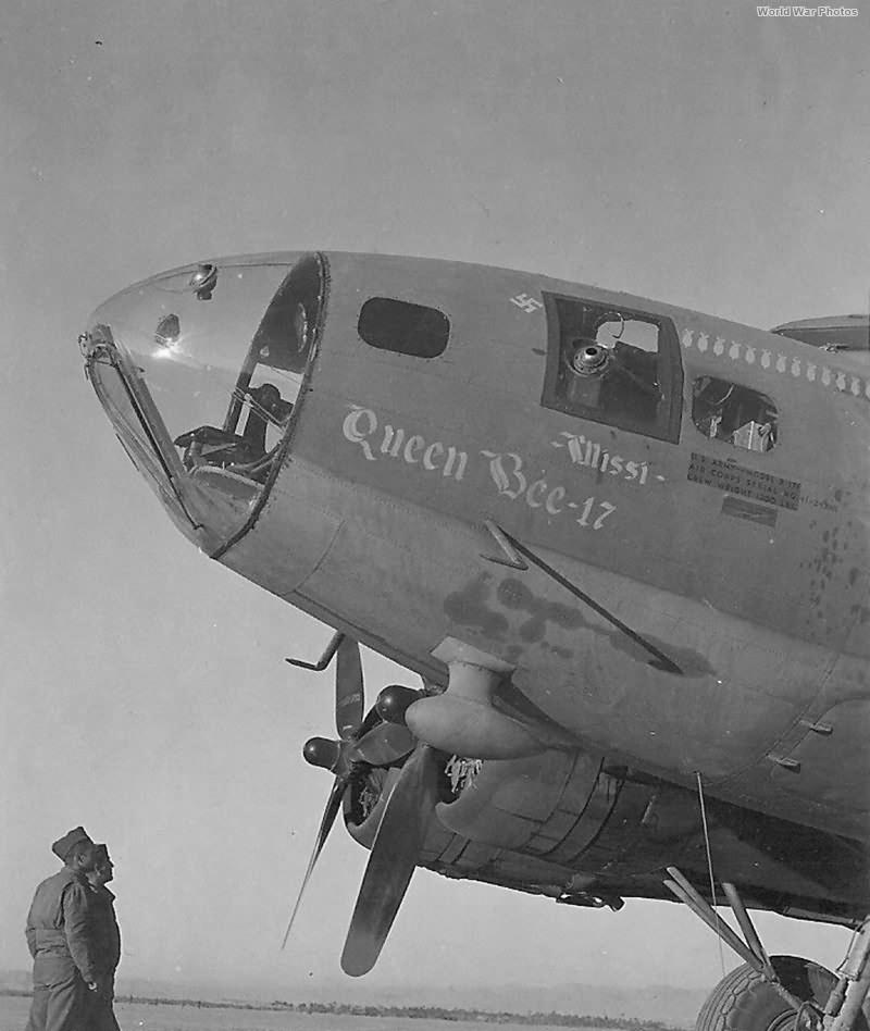 B-17 41-24386 Queen Bee-17 301st BG