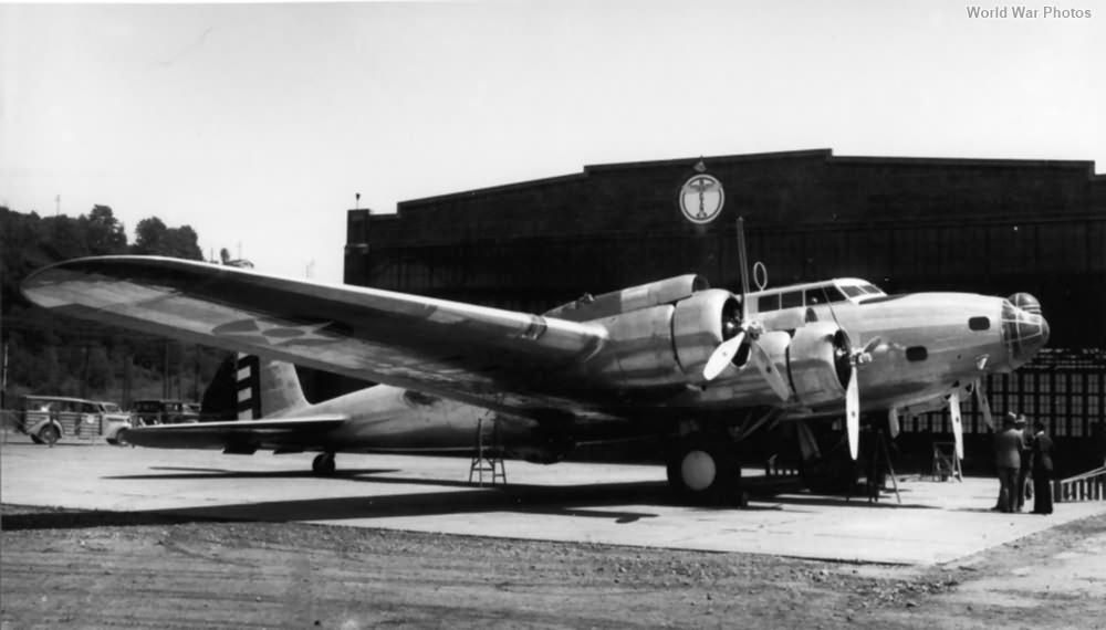 Y1B-17 4