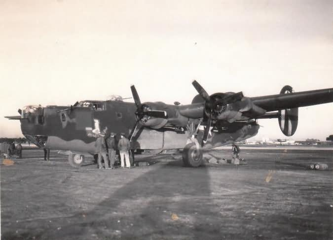 B-24 Liberator with crew on the ground in italy 450th Bomb Group 1944