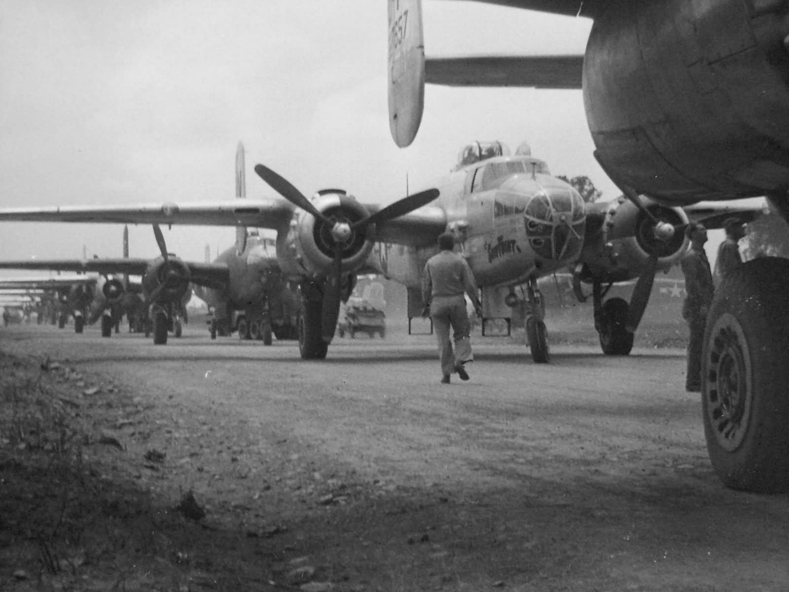 B 25 mitchell foggia airfield comp italy world war photos for Italy b b