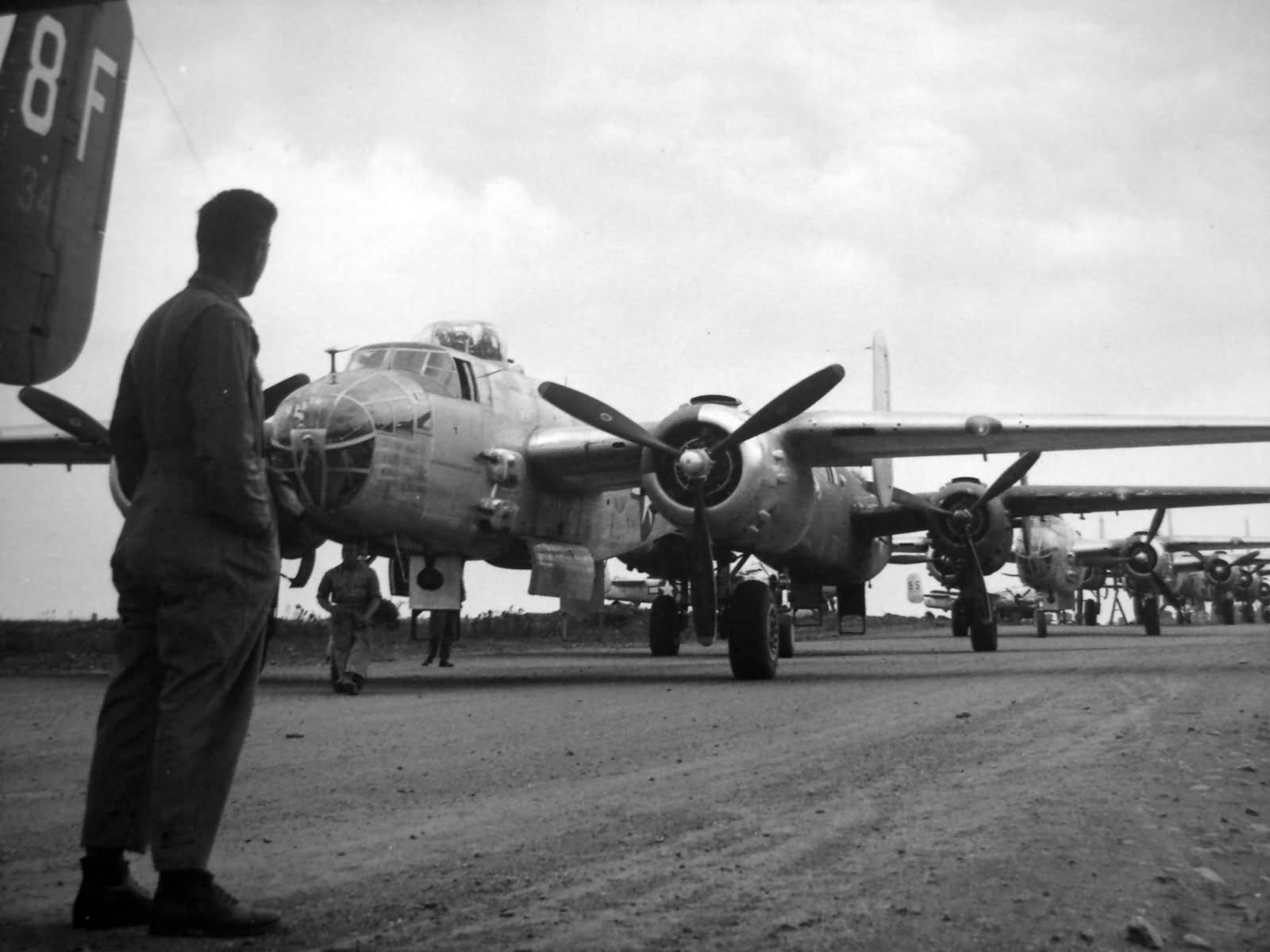 B 25j foggia airfield comp italy 1944 world war photos for Italy b b