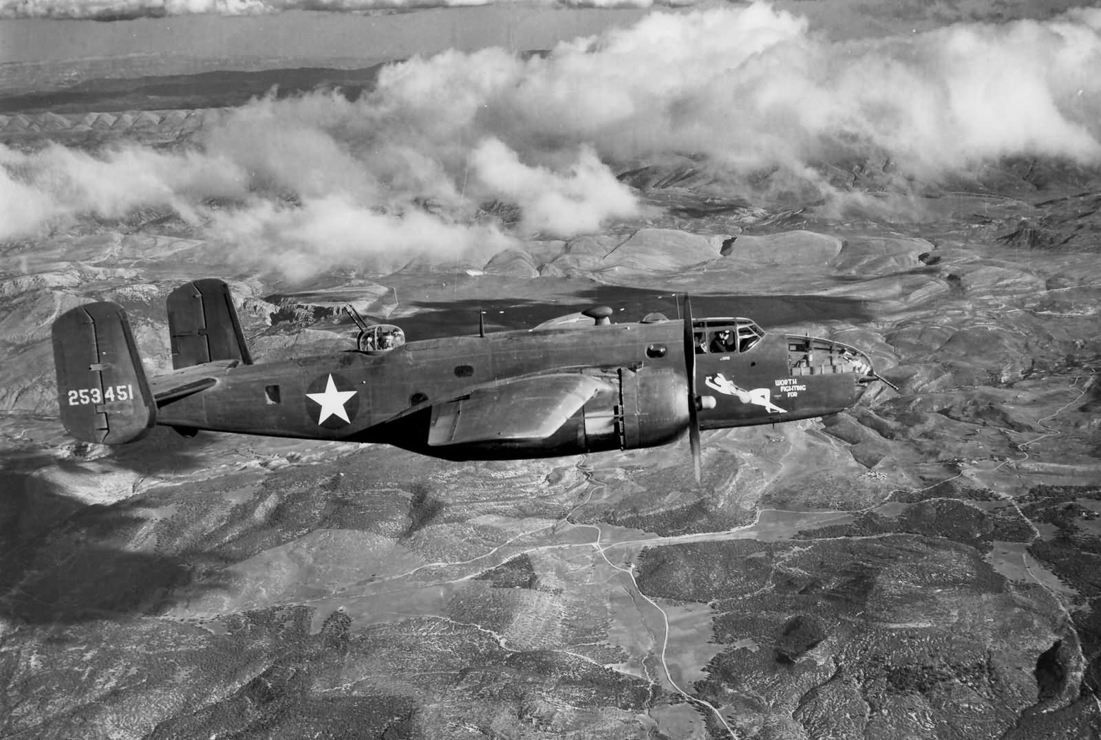 B 25c mitchell 42 53451 12af over italy world war photos for Italy b b