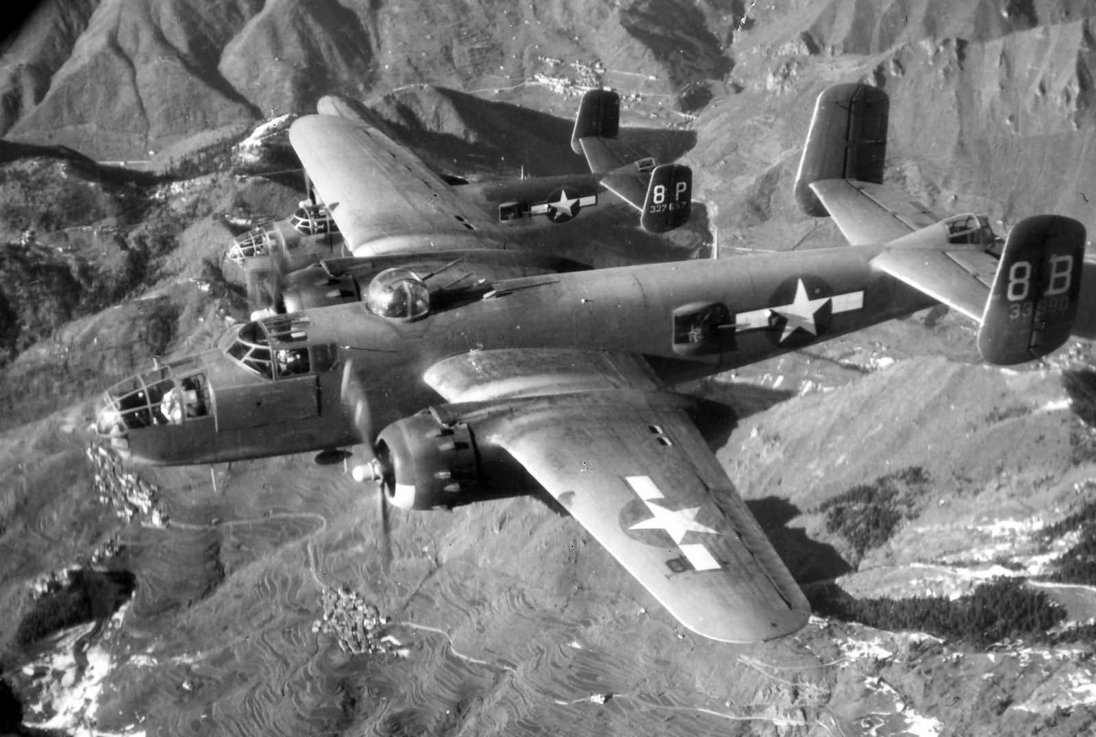 B 25j mitchell 43 3990 12af over italy world war photos for Italy b b