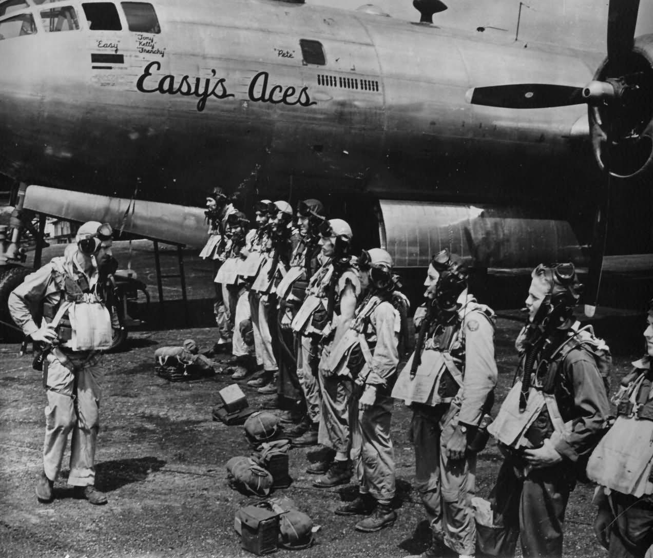 B-29 Superfortress Easy's Aces crew