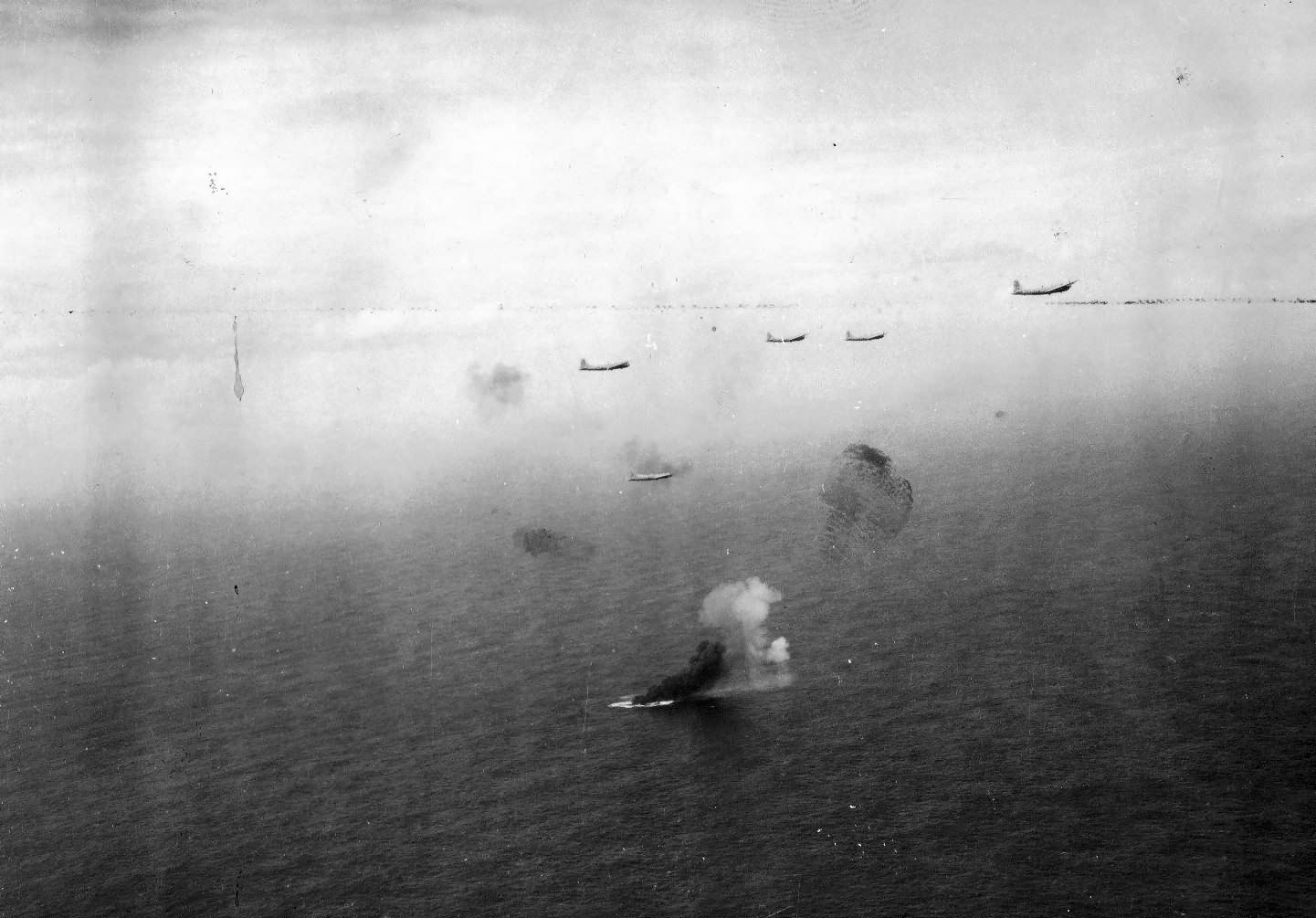 Two B-29 collide and fall to the sea – 869th Bomb Squadeon, 497th Bombardment Group codes: A square 44 and A square 45