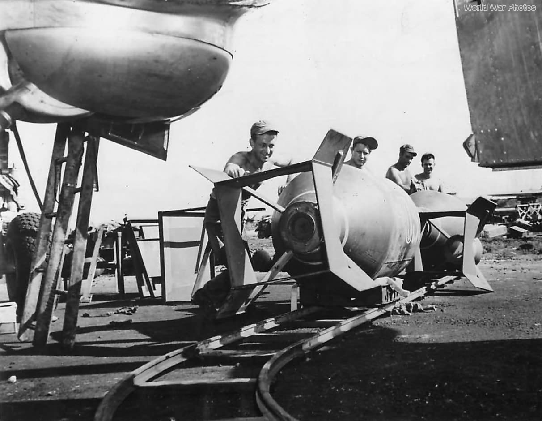 Ground Crew loads 4000 lb bombs on B-29s of 73rd BW on Saipan 1945