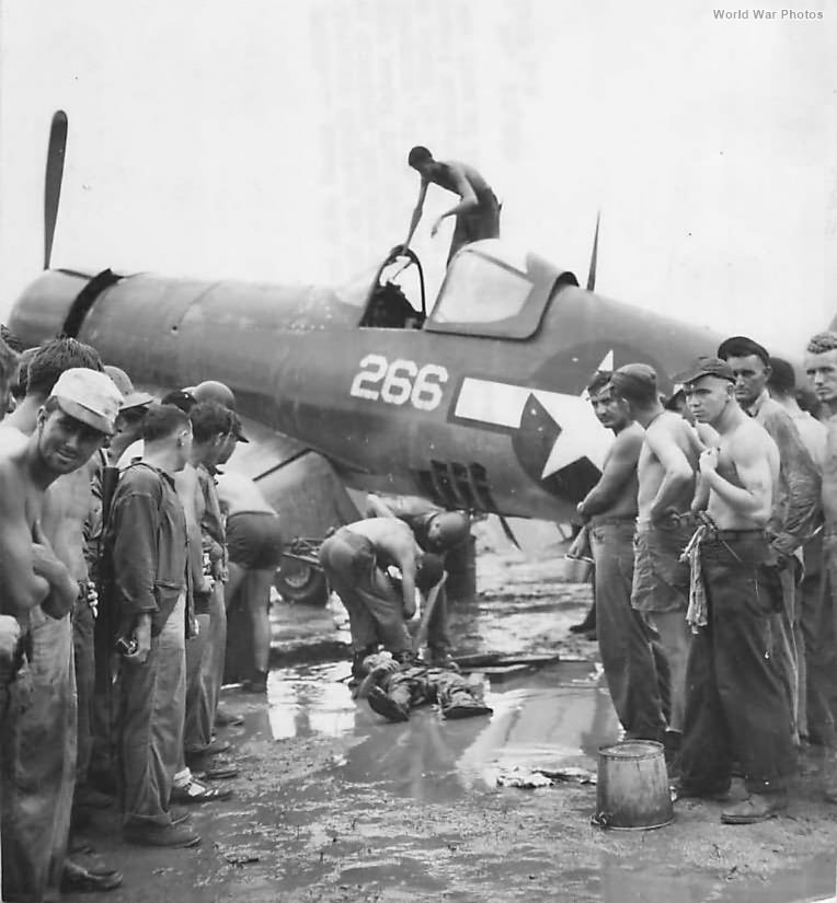 Body of Japanese human bomb removed from damaged F4U