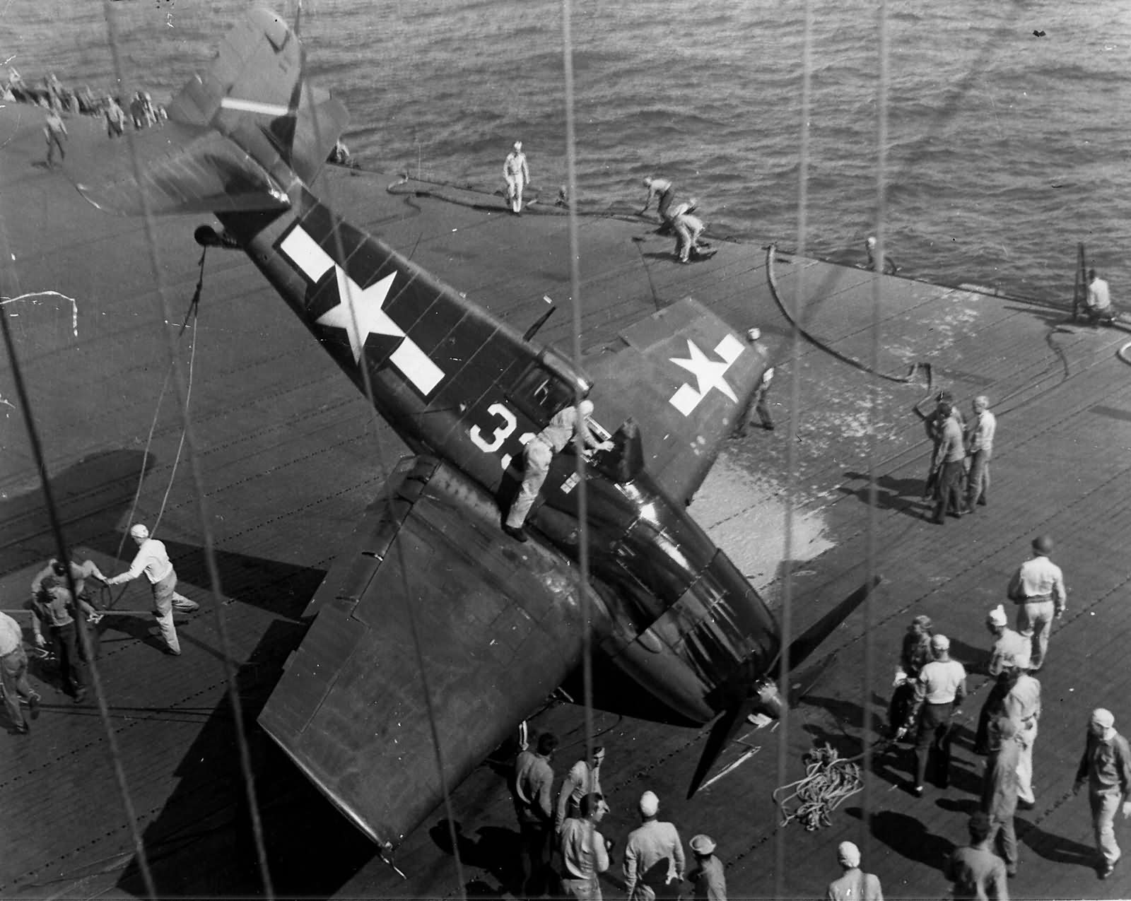 F6F-3_Hellcat_33_of_VF-5_on_its_nose_aft