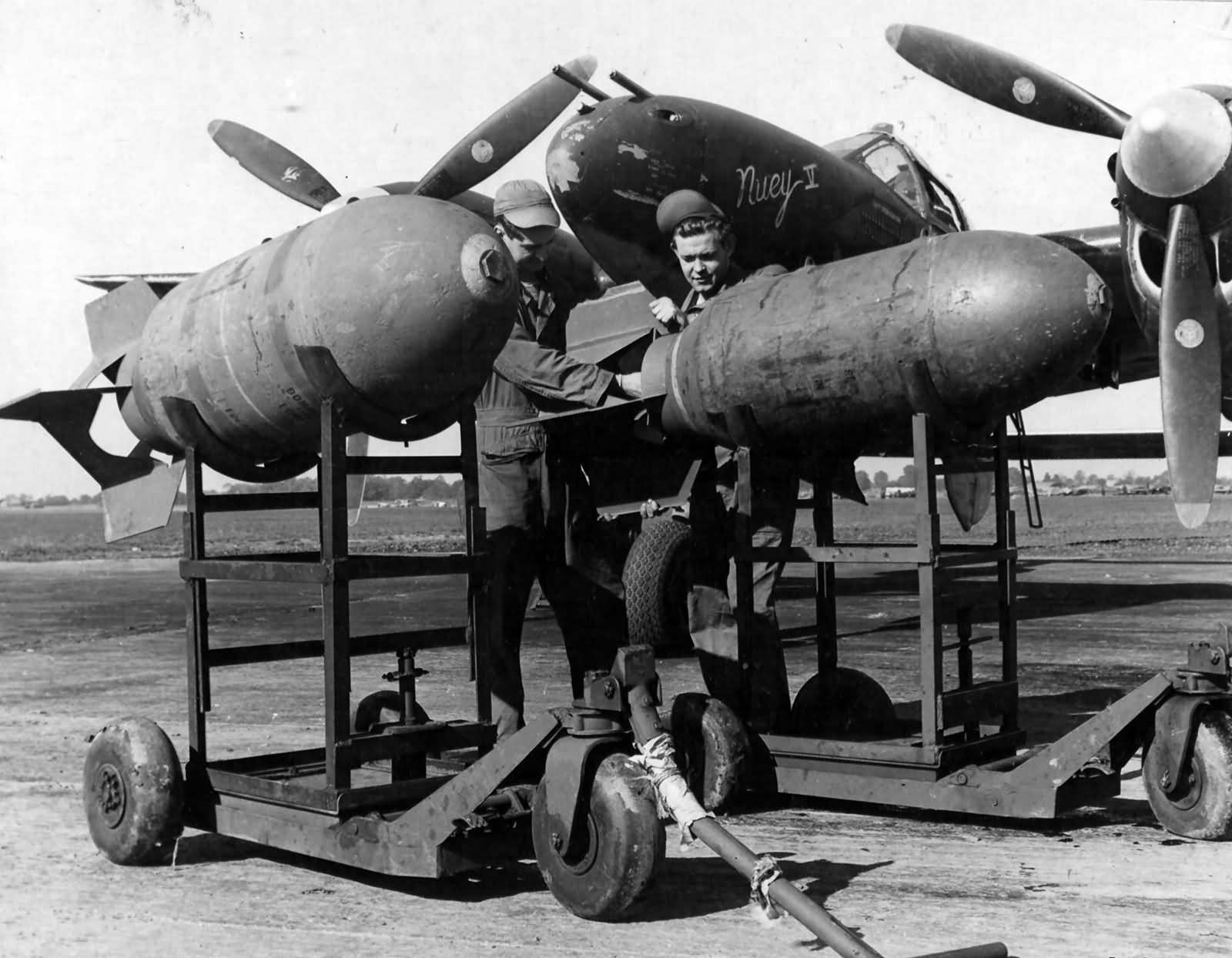 Image result for p-38 lightning with bombs