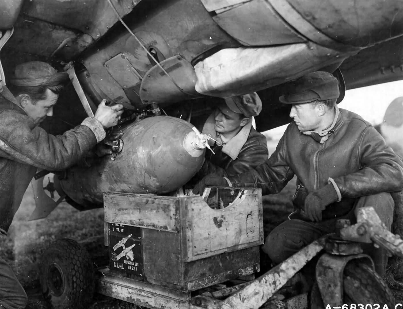 Ground_Crew_Men_Loading_A_500lb_Bomb_On_