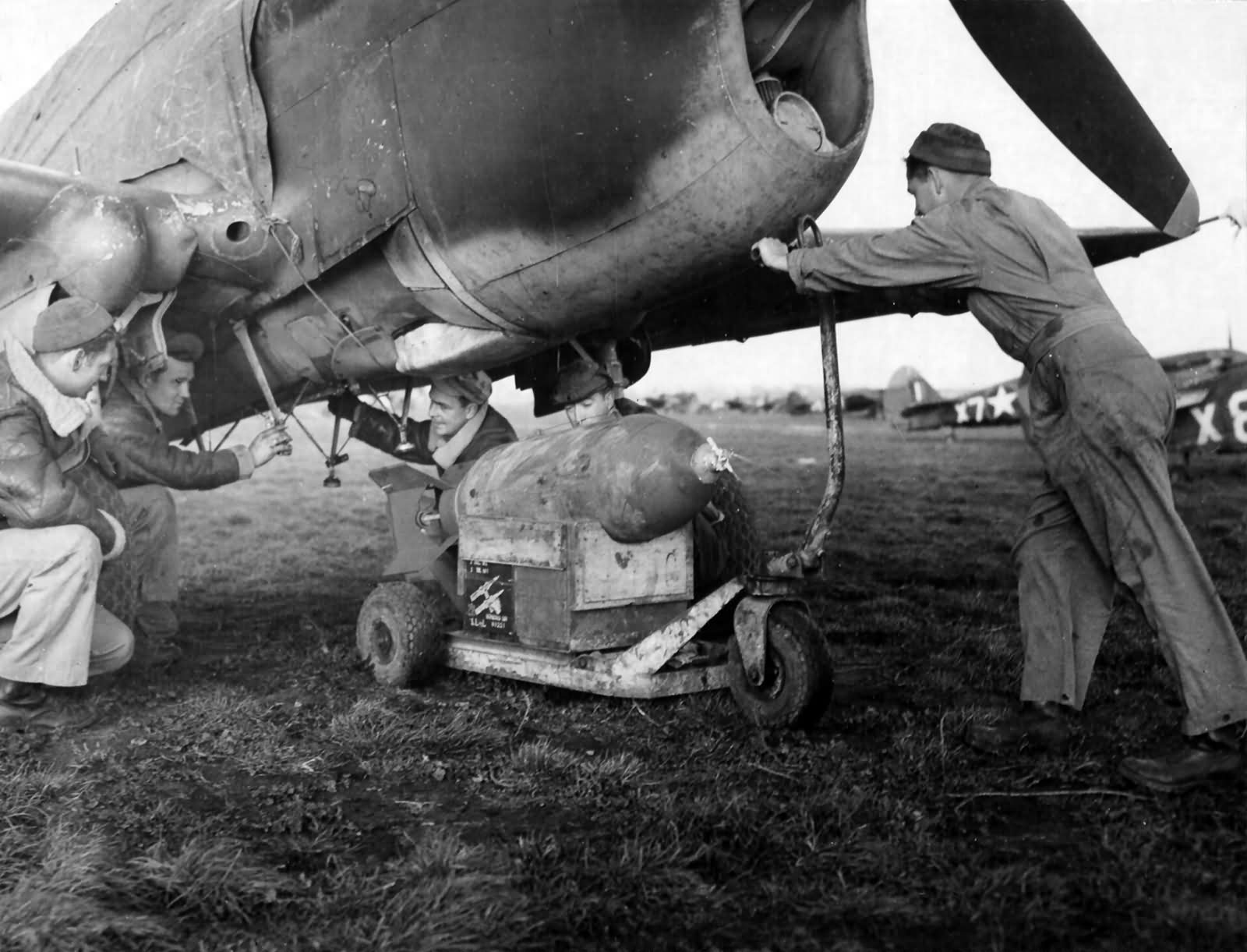 Ground_Crewmen_Ready_To_Load_A_500-Lb_Bo