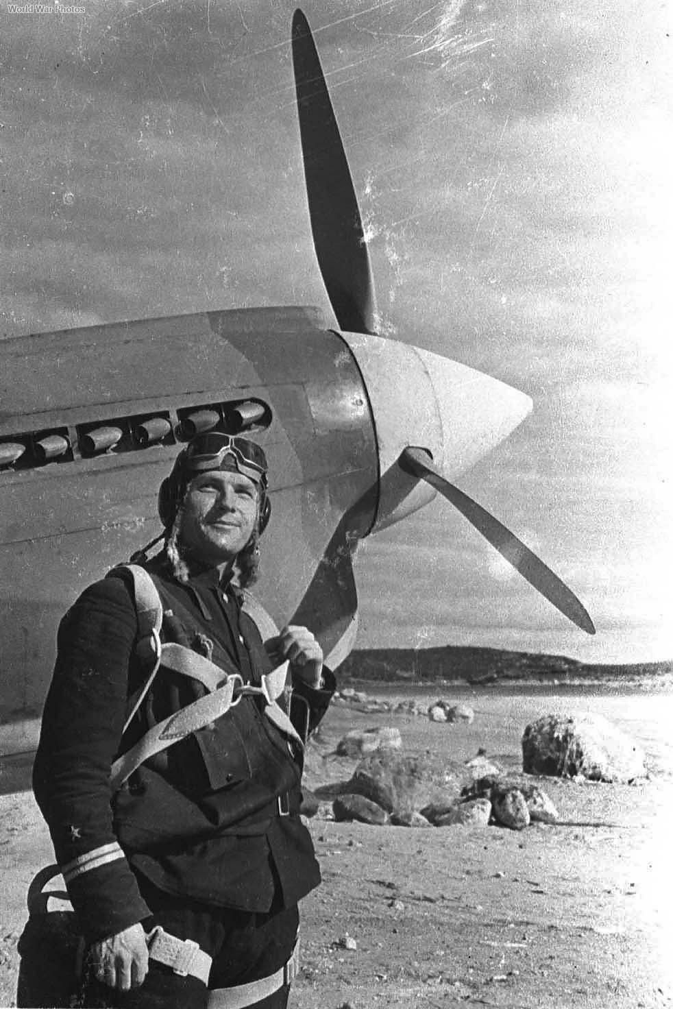 Soviet pilot Pokrovskiy with P-40 1942