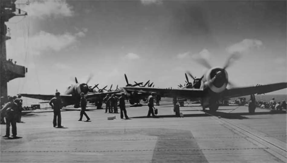P-47_Thunderbolts_on_aircraft_carrier_7A