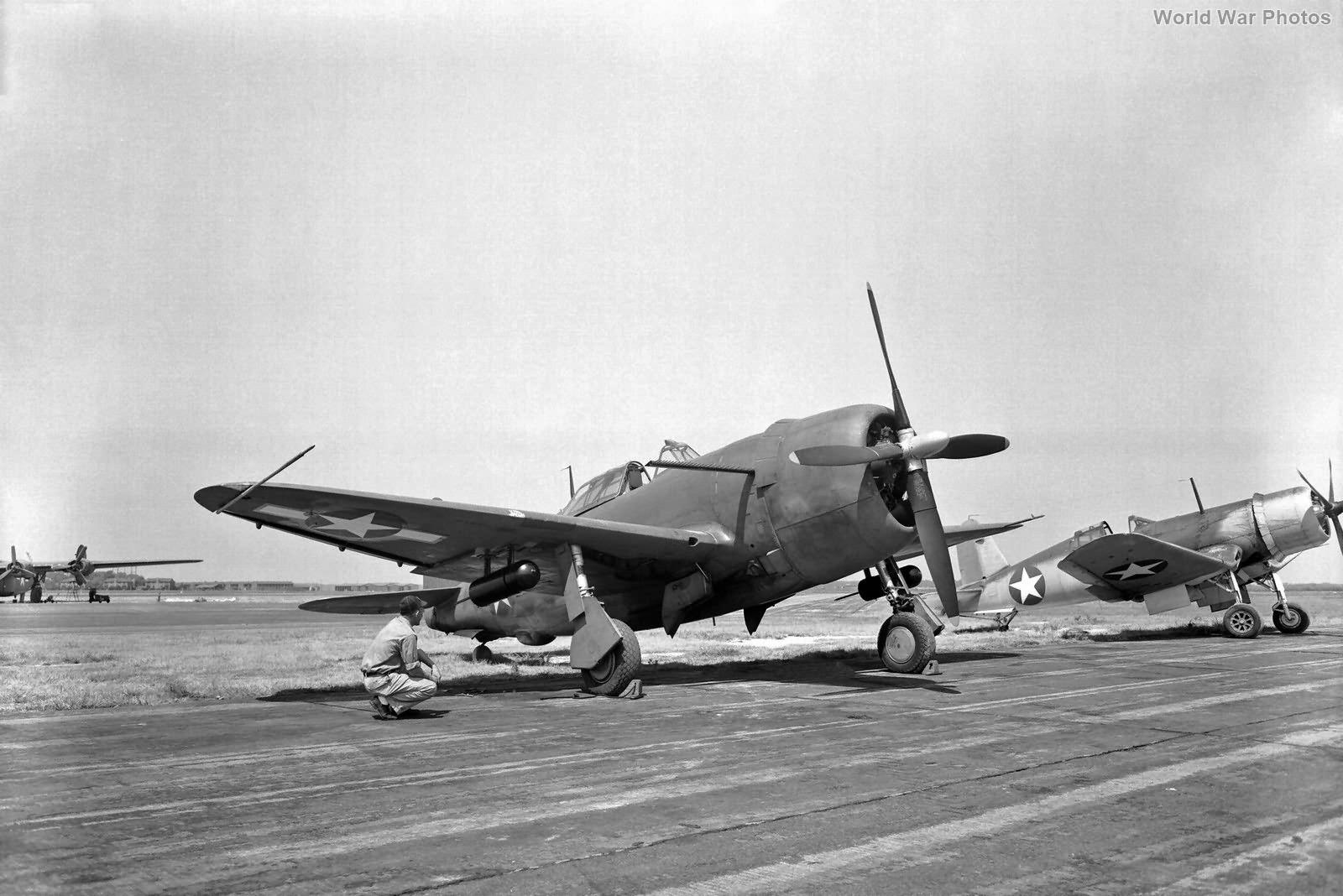P-47 F4U