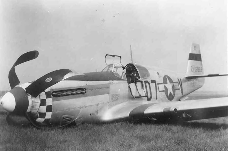 P-51 42-106882 code D7-V of 339th Fighter Group, 503 Fighter