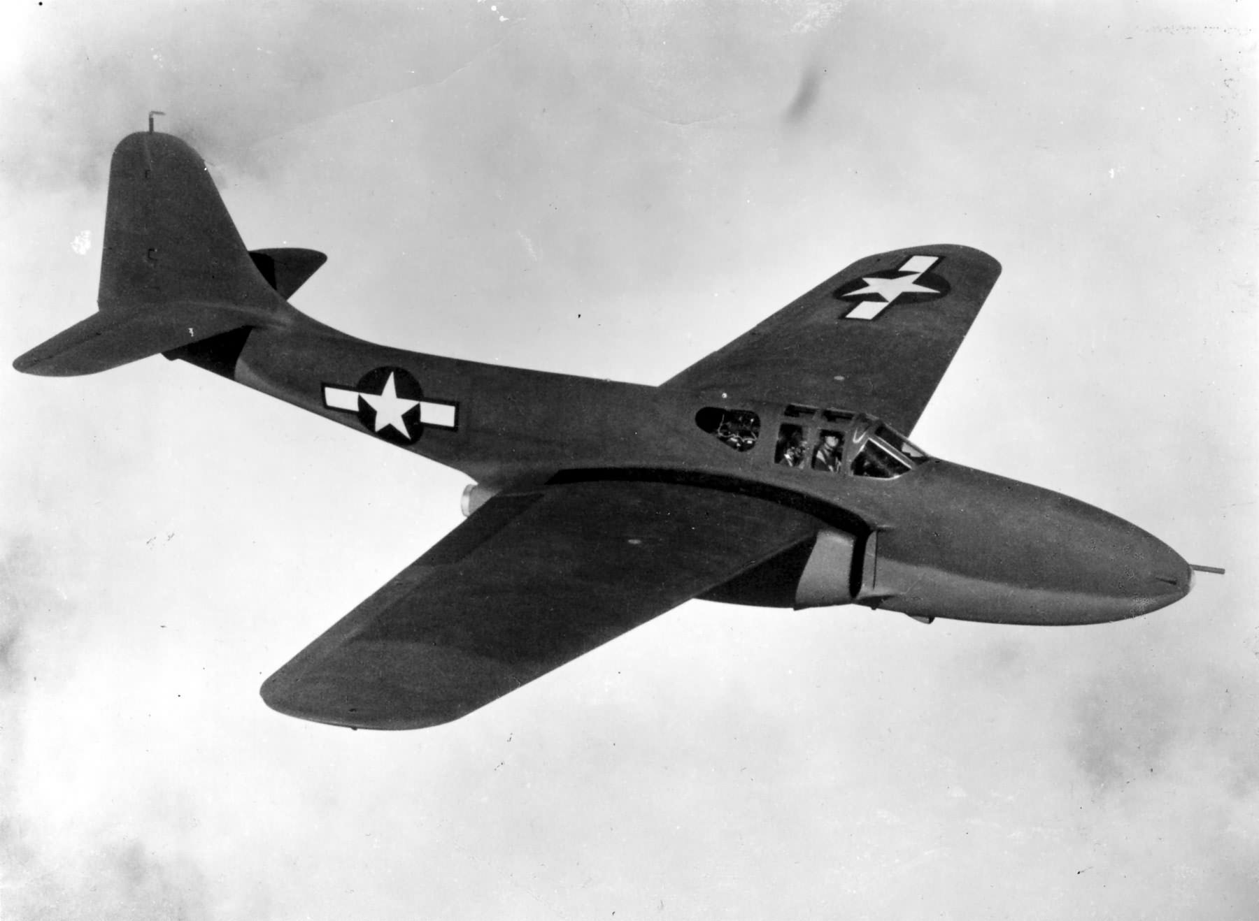 Prototype Bell XP-59 in a test flight | World War Photos